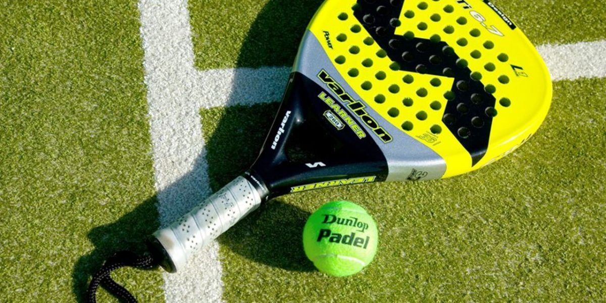Play padel tennis in Roche